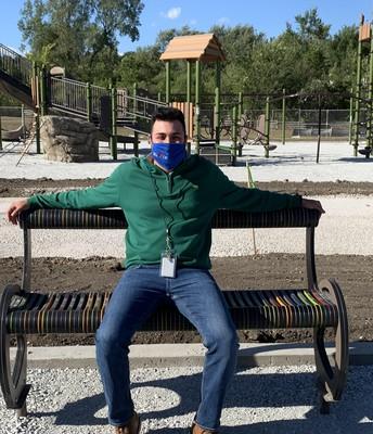 Mr. Minelli taking time to relax at the new IK buddy bench! / El Sr. Minelli se toma un tiempo para relajarse en el nuevo banco de amigos de IK.
