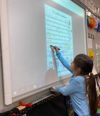 Ellie in Kinder finding rhyming words in poetry