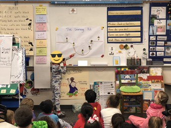 """Kinder learns about the """"learning pit"""""""