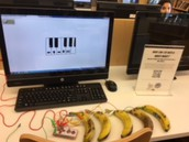 Using Makey Makey to play piano - on bananas!