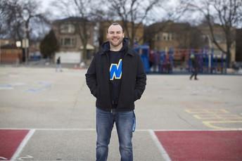 Le damos la bienvenida a nuestro maestro temporario de educación física y salud, Dan Ehrlich.