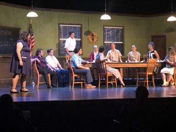 Noche de estreno de la producción teatral de MVHS: 12 Jurados Enojados