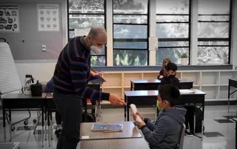 Maestro Ignacio helping out a student