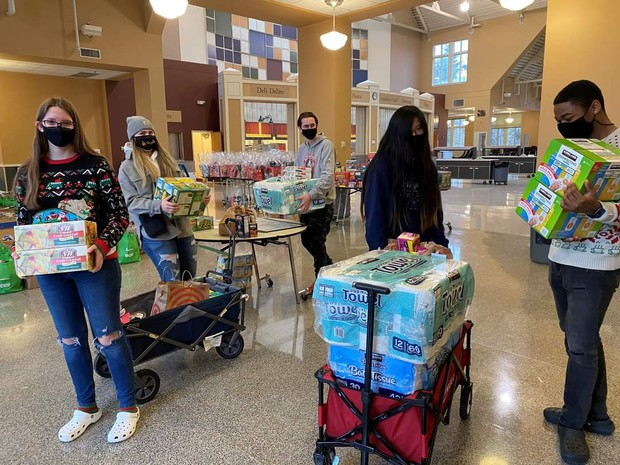 Key Club students hard at work to provide holiday support to Lincoln families