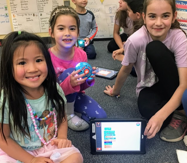 4th grade students teach coding to Kindergarten