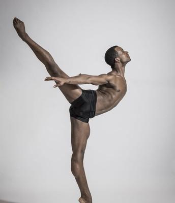 Osiel Gouneo - Ballet - Cuba Germany