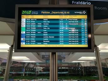 Aeroporto Francisco Sá Carneiro.