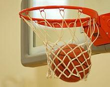 Juego de Basketball entre maestros y alumnos