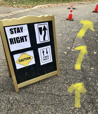 STAY RIGHT PARK OR DROP LANE ENTER HERE