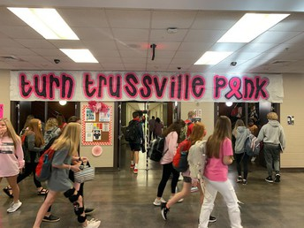 hallway decorated pink with students