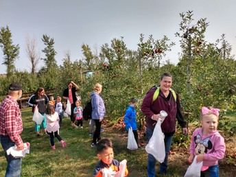Annual Elementary Trip to the Orchard