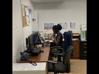 Ms. Carlson working on attendance! / ¡Sra. Carlson trabajando en la asistencia!
