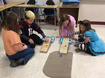Los alumnos de 4º grado de GLE aprenden sobre la fuerza y el movimiento.