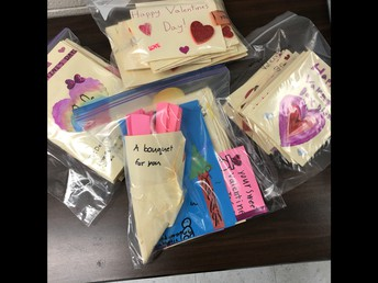 4P Made Valentine's Day Cards for Seniors at Pioneer Court!