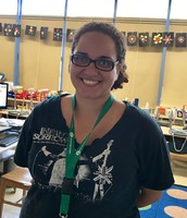 Zoe Ace, 1st Grade Education Assistant/ Asistente Educativo de 1er Grado