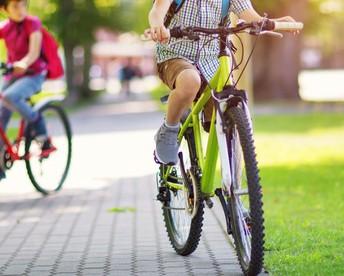 Bike/Walk to School Day / Día de venir en bicicleta o caminar a la escuela