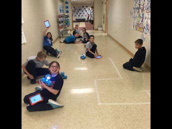 4th Grade Using Dash Robots