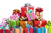 קונים מתנות לילדים על מנת לשמח אותם.