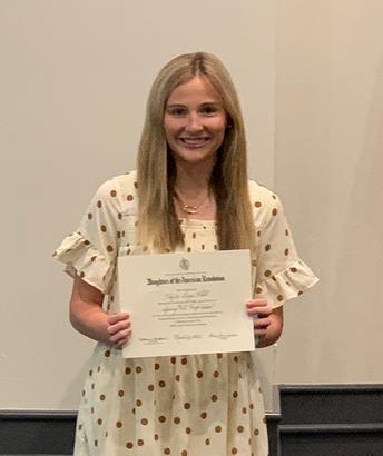 Taylor White Receives DAR Good Citizen Award