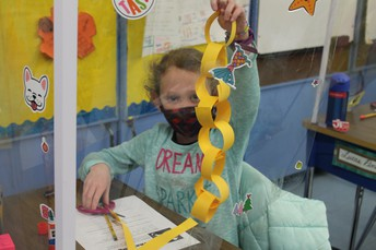 Who can create the longest chain with the limited material?