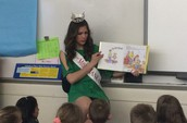 Miss Mankato Reads to Monroe